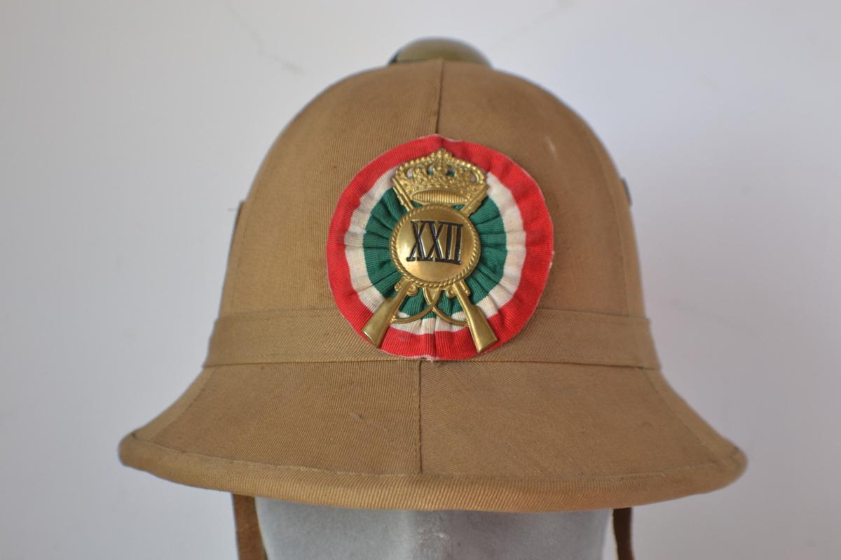 2f0088b0 Splendido casco coloniale italiano appartenuto ad un milite del XXII  battaglione fanteria coloniale in ottime condizioni