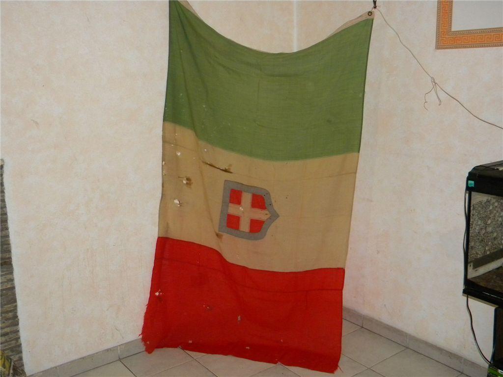 Bandiere bandierona italiana del ventennio con stemma for Bandiera di guerra italiana