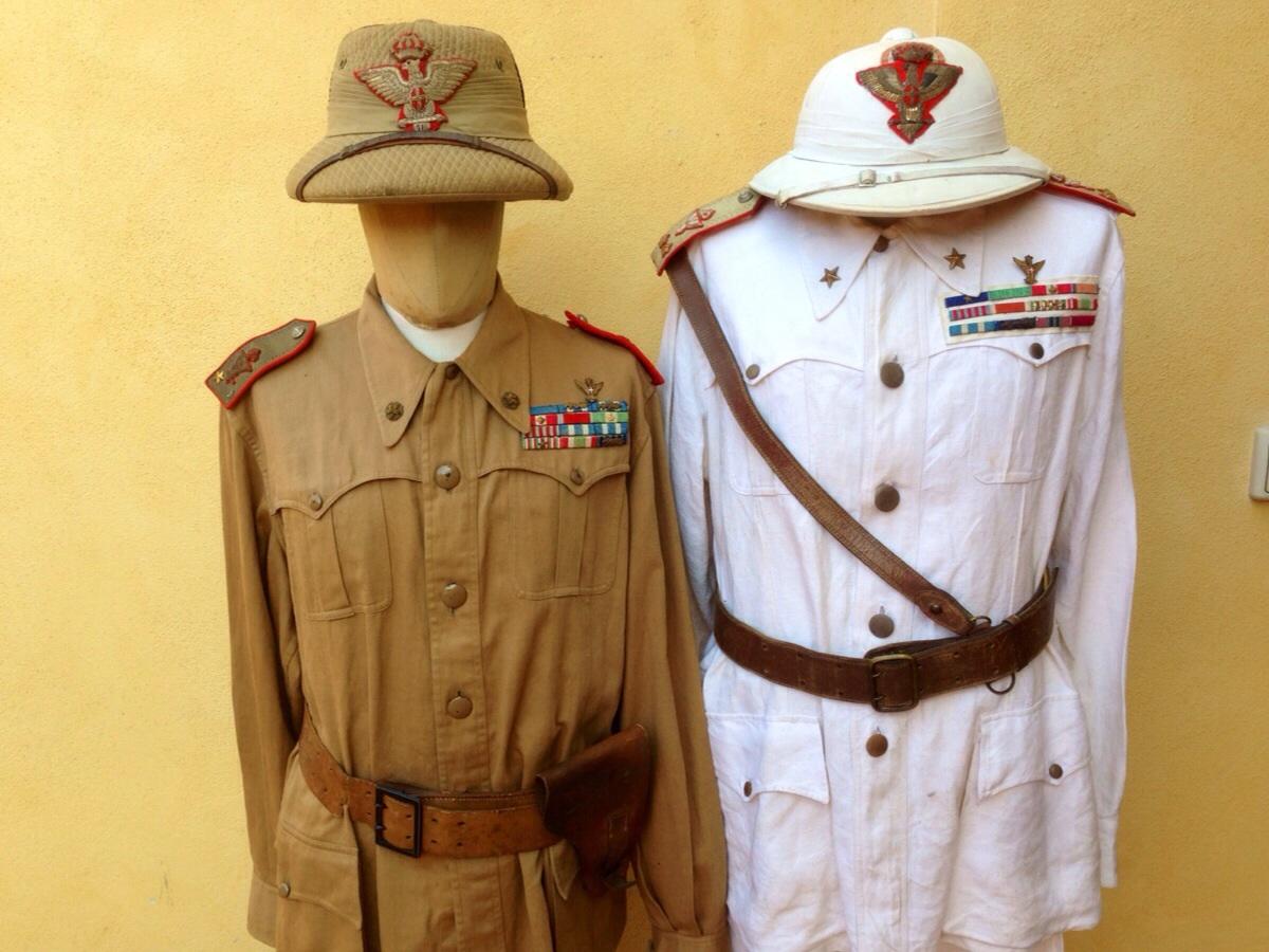 702d3d42 Rarissime uniformi coloniali da generale di divisione italiano seconda  guerra mondiale. LOTCOLGEN